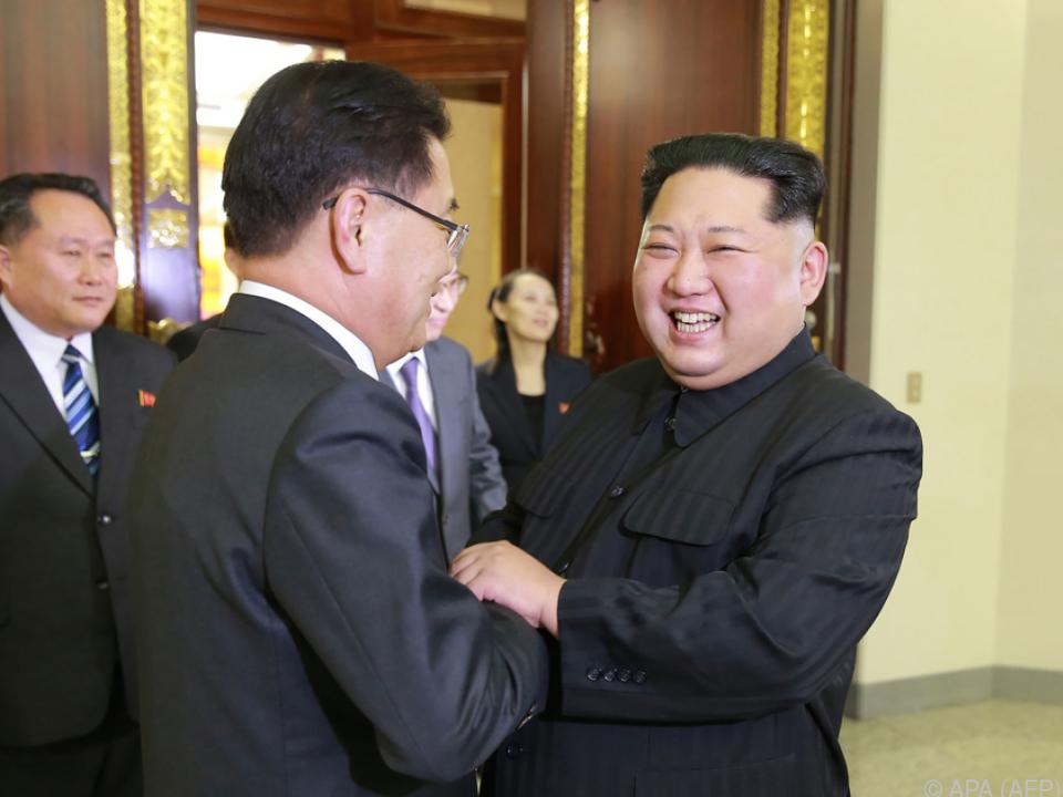 Freundschaftliche Geste beim Treffen Kims mit Südkorea-Delegation