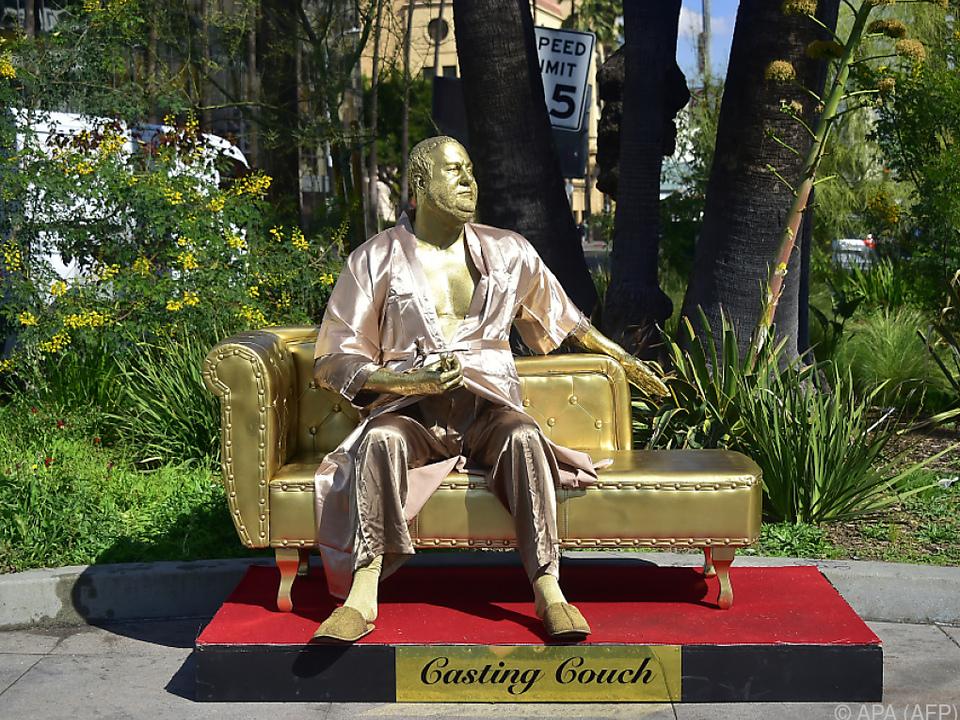 Goldstatue von Harvey Weinstein