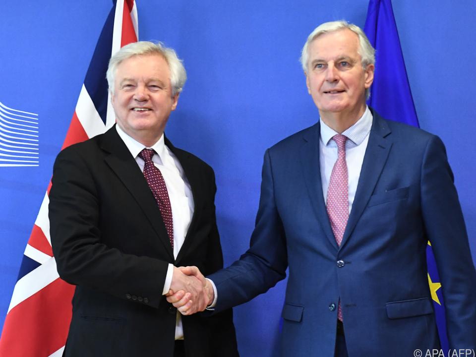 Großbritanniens Brexit-Minister Davis und EU-Chefverhandler Barnier