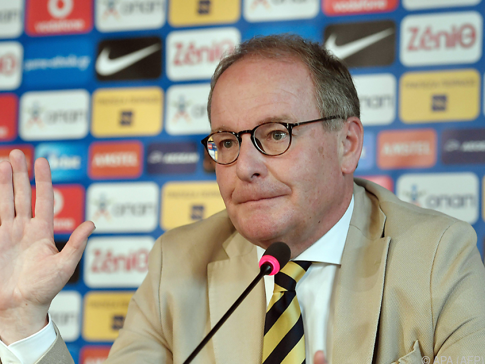 Herbert Hübel sieht schwarz für den griechischen Fußball