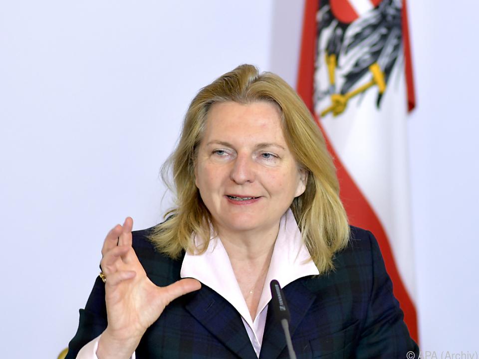 Kneissl positioniert Österreich als Vermittler