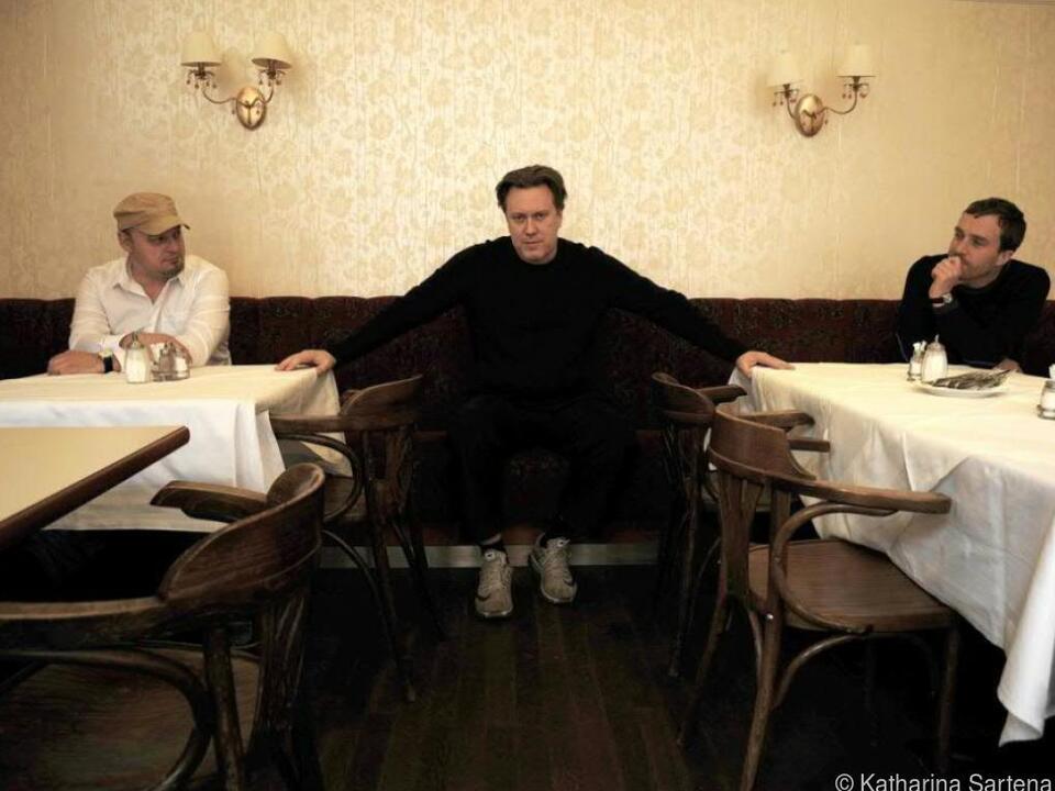 Regisseure Greuling (l.) und Baldinger mit Nicholas Ofczarek (m.)