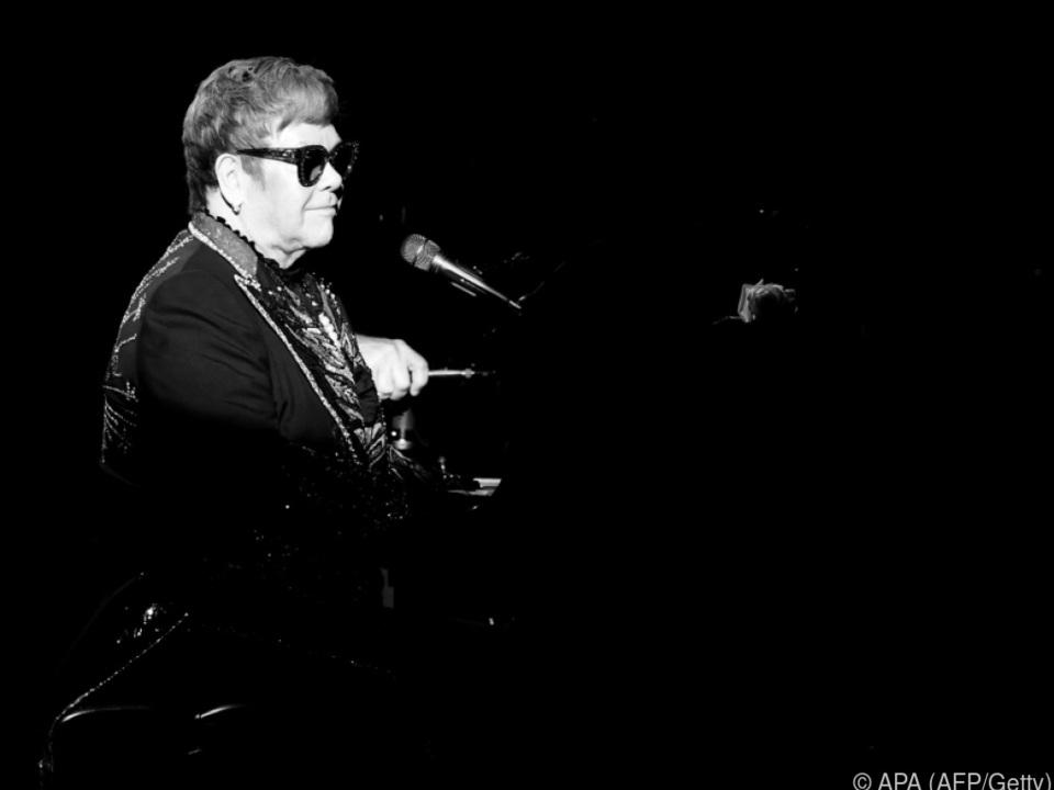Elton John geht wegen aufdringlichen Fans von der Bühne