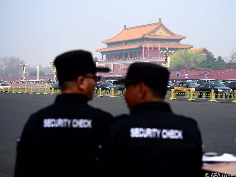 Sicherheitsvorkehrungen und Empfangs-Zeremonie nähren Spekulationen