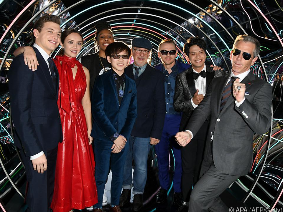 Spielberg (Mitte) mit der Crew von \