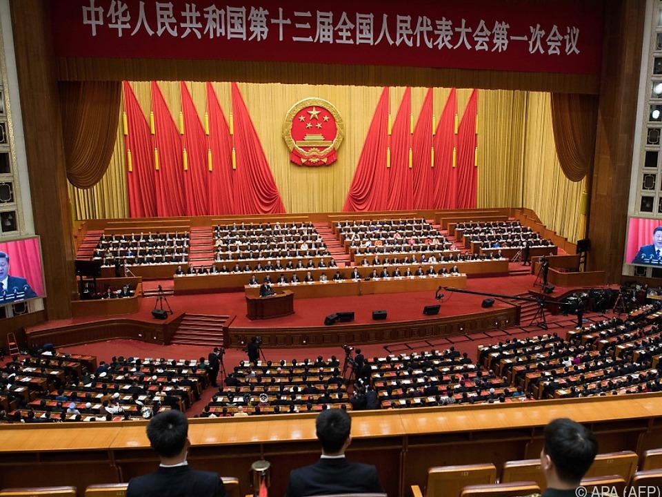 Starker Beifall der Delegierten für Xi Jinping