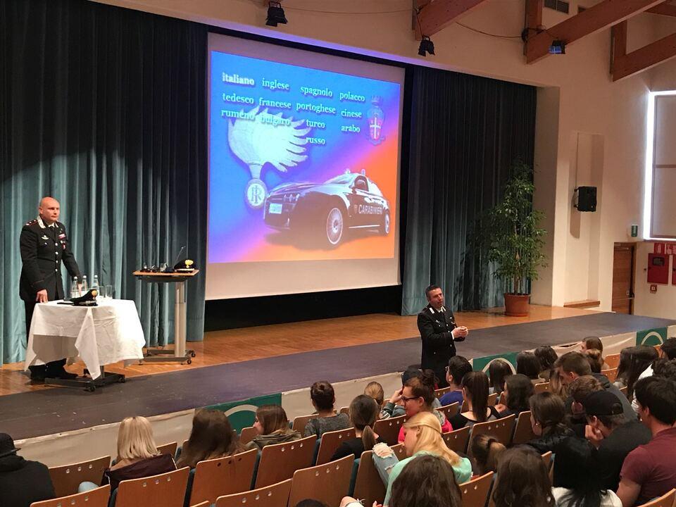 20180421-malles-un-momento-della-conferenza-sulleducazione-alla-legalita-e-allorientamento-post-scolastico