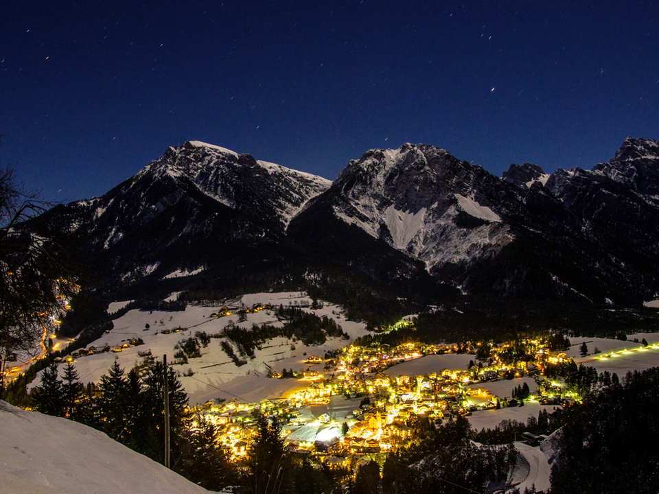 südtirol schnee dorf licht beleuchtung