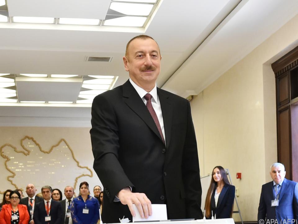 Aliyev regiert das Land am Kaspischen Meer seit 15 Jahren