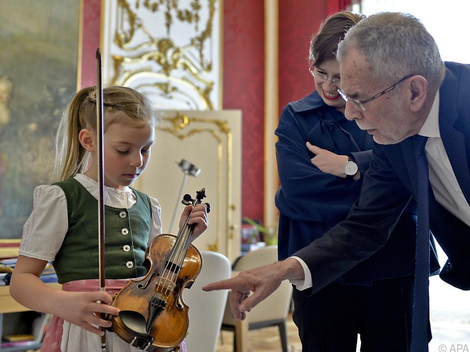 Anna Cäcilia Pföß wird auf Mozarts Kindergeige spielen