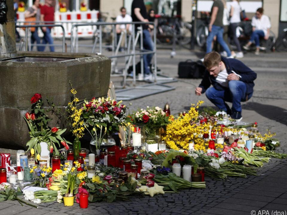 Blumen am Tatort nach Amokfahrt in Münster