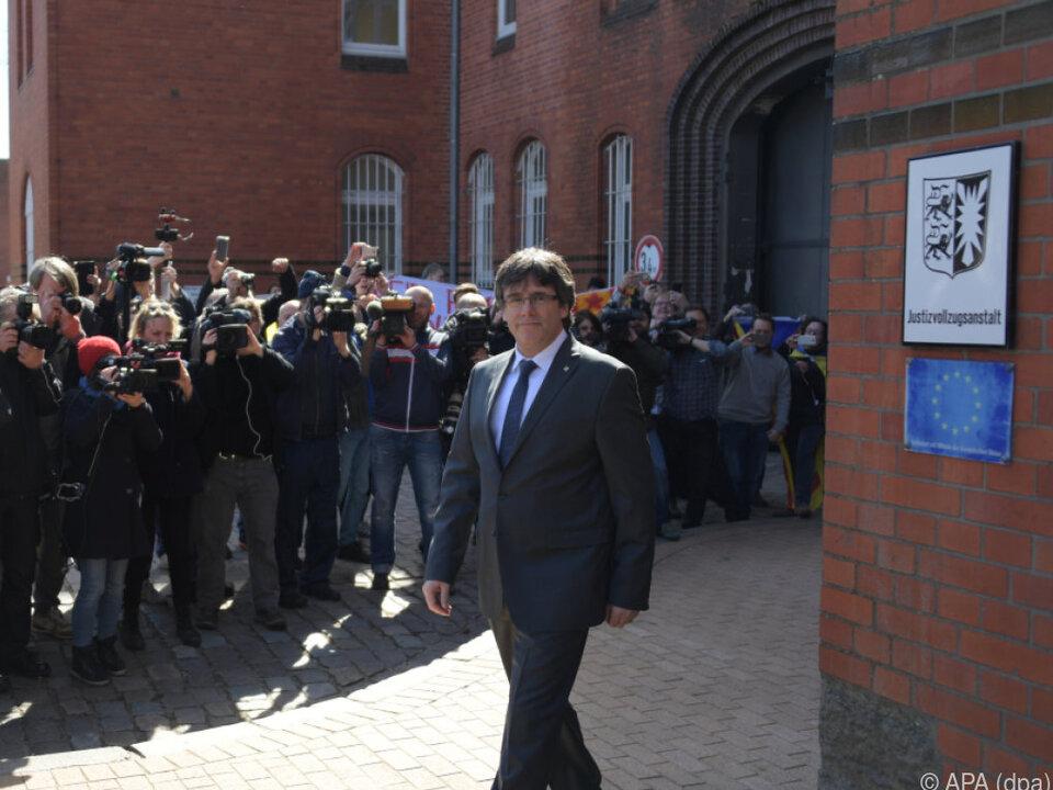 Carles Puigdemont bei seiner Freilassung in Neumünster