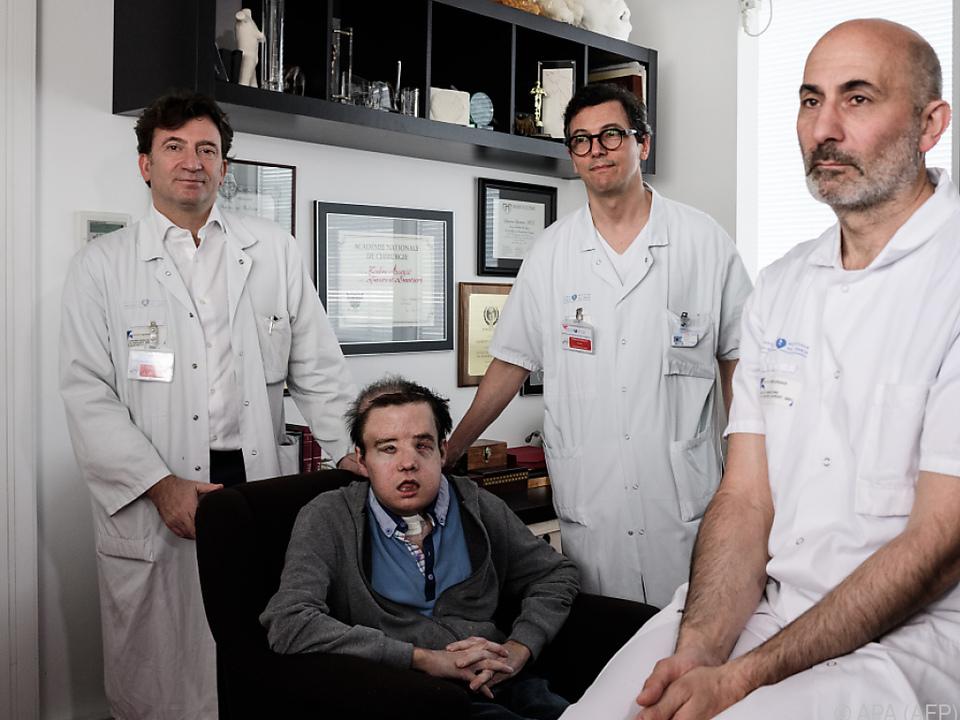 Das Ärzteteam mit dem 43-jährigen Hamon