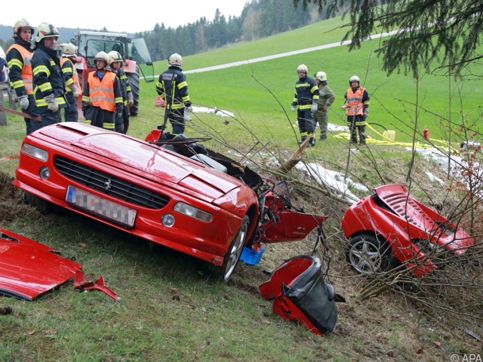 Das Auto wurde in zwei Teile gerissen
