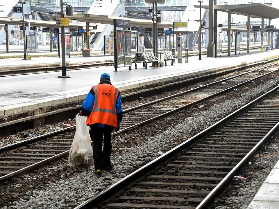 Die Mehrzahl der Züge fiel auch am Sonntag aus