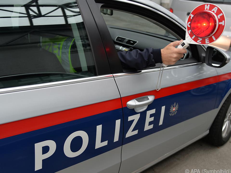 Die Polizisten trafen auf eine unbelehrbare Alkolenkerin