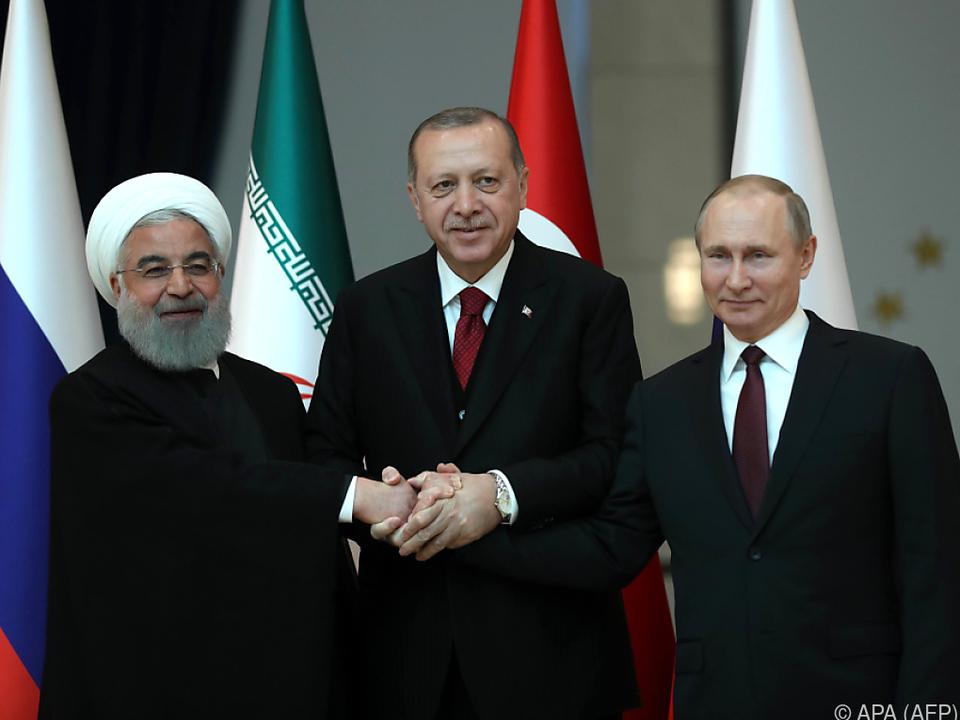Einigkeit fürs Foto und in Sachen Waffenruhe