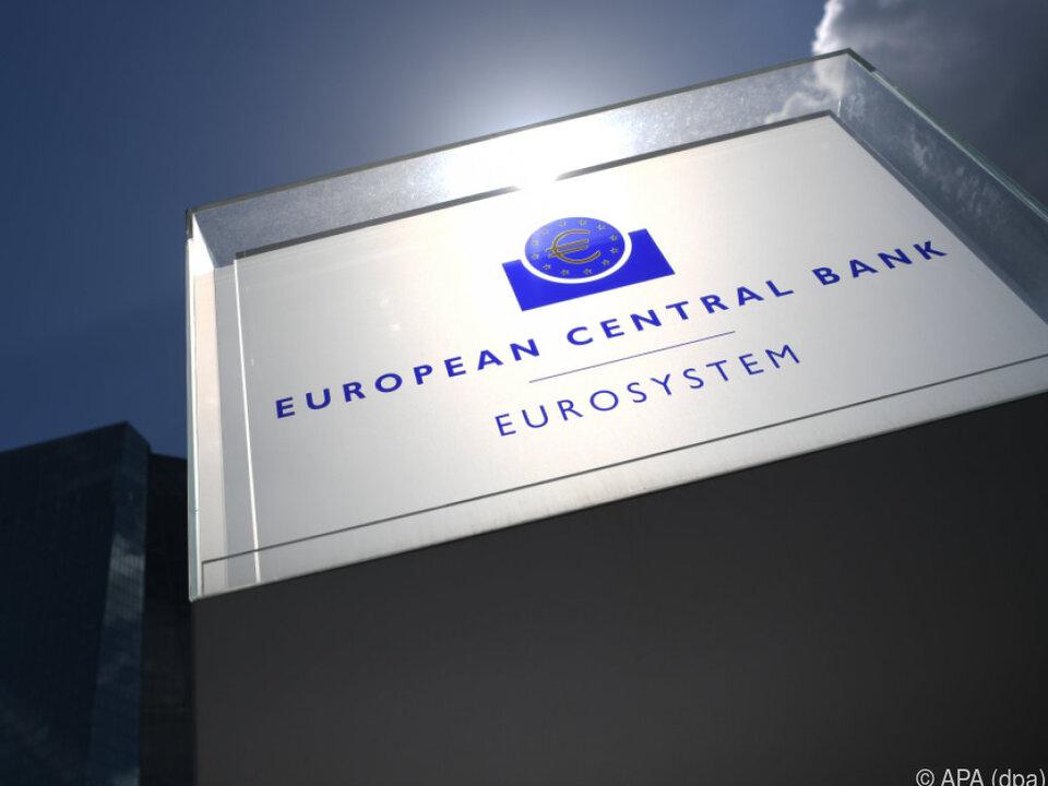 EZB) hält unverändert Kurs