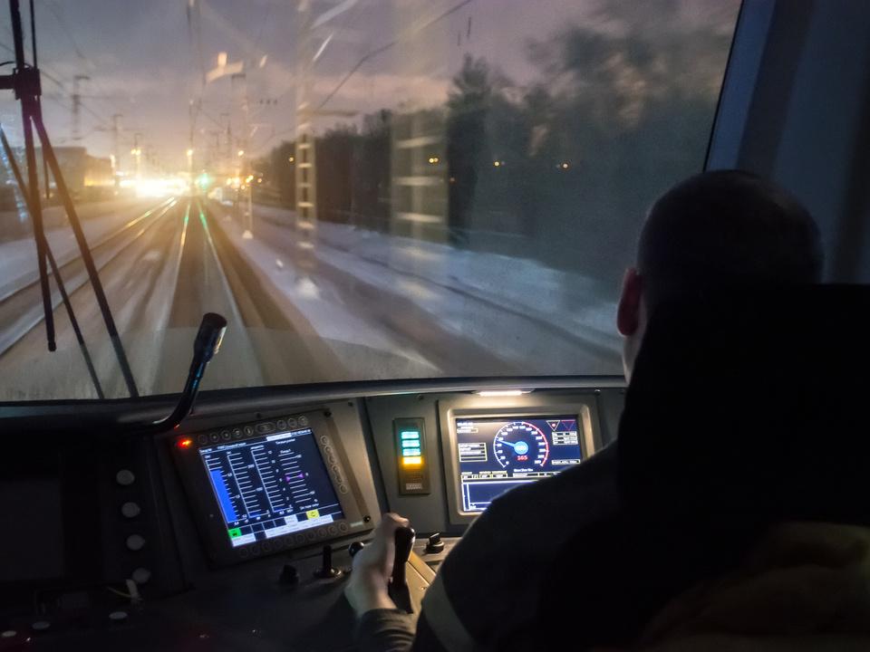 zug sym straßenbahn tram gleise geleise fahrer streik