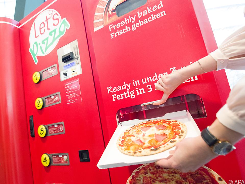 Frische Pizza aus dem Automaten binnen drei Minuten lets pizza