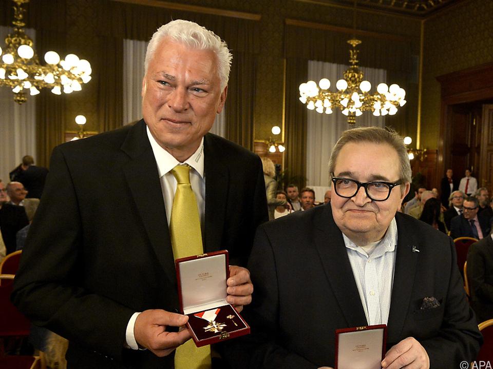 Goldenes Verdienstzeichen für Polster und Spiegel