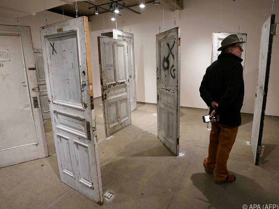 Heruntergekommene Türen wechseln für tausende Dollars den Besitzer