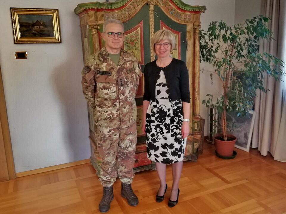 il-comandante-delle-truppe-alpine-con-il-sindaco-di-san-candido