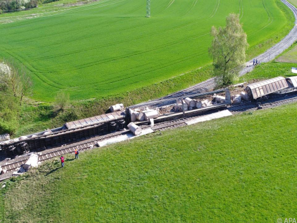 In OÖ entgleisten am Freitag vier herrenlose Güterwaggons