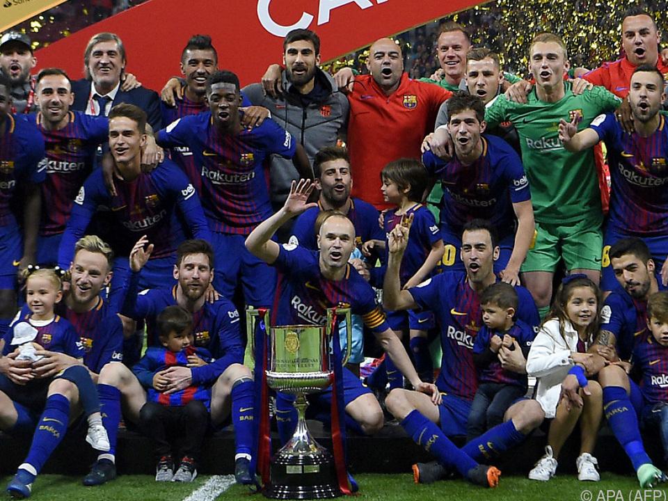 Jubelnde Barca-Kicker nach viertem Cup-Sieg in Folge