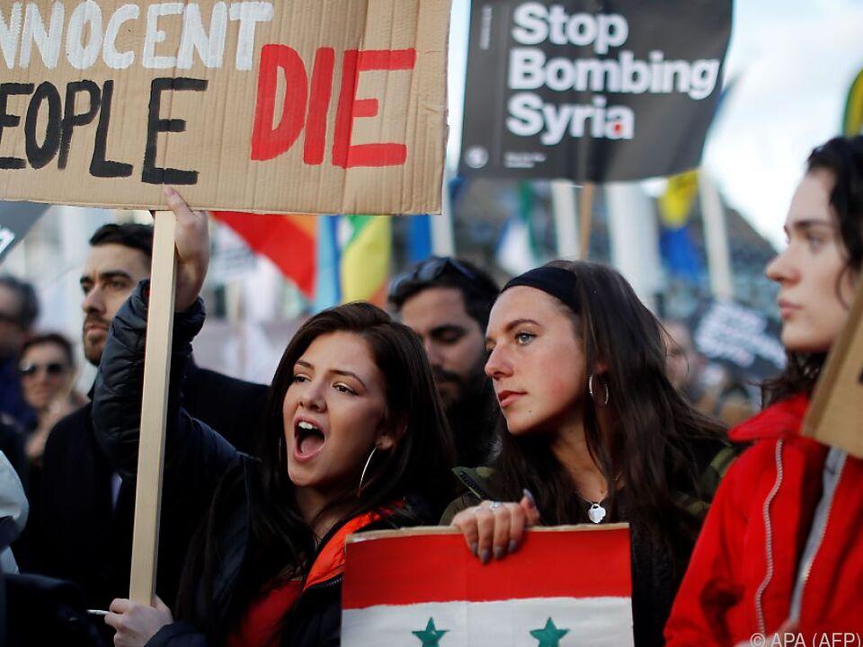 Jüngste Angriffe des Westens riefen Proteste hervor