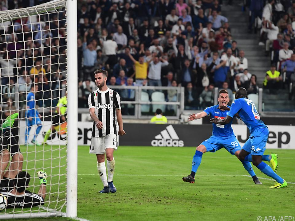 Kalidou Koulibaly bezwang Juve-Keeper Buffon