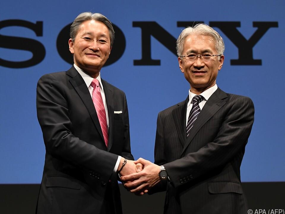 Kazuo Hirai (links) und Neo-CEO Kenichiro Yoshida (rechts)