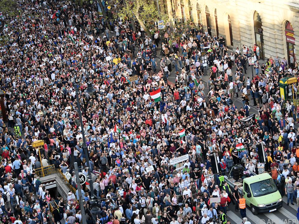 Massenprotest gegen Premier Orban in Budapest