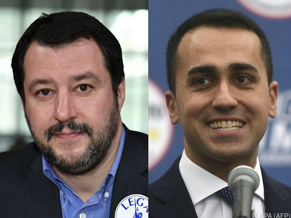 Matteo Salvini (L) und Luigi Di Maio treten in Verhandlungen