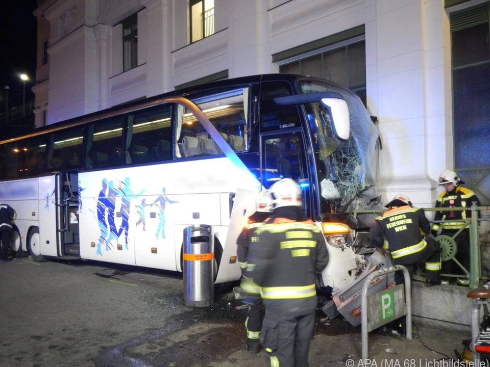 Noch ist unklar, warum der Bus ins Rollen geriet