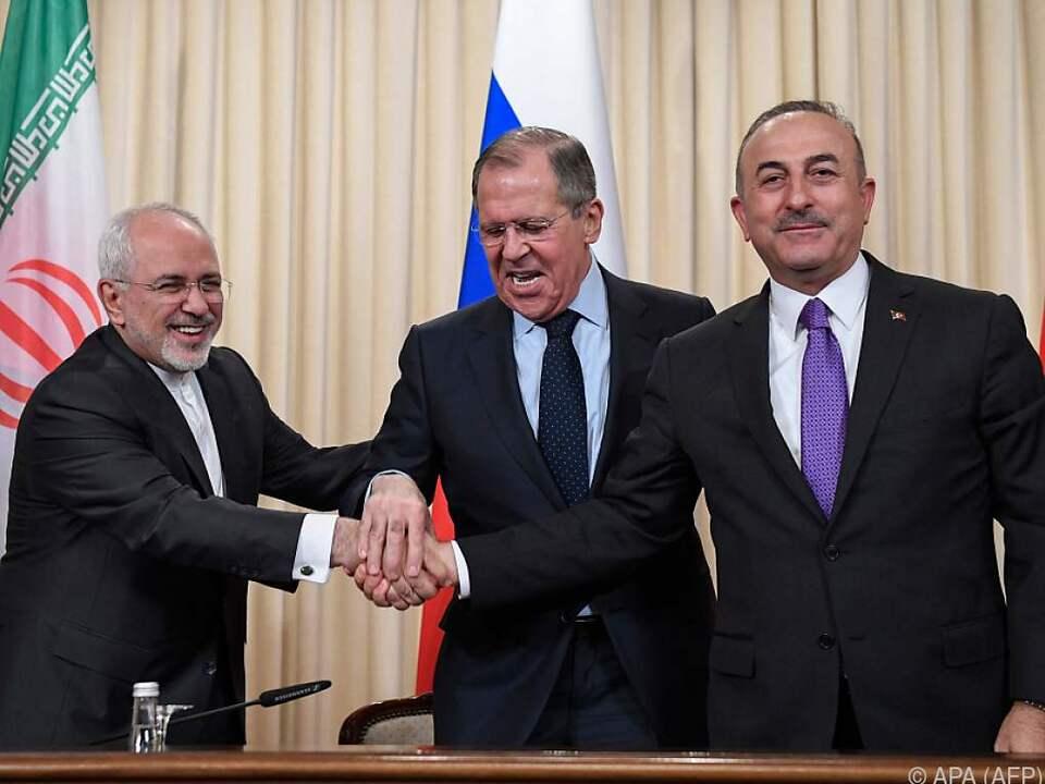 Russlands Außenminister Lawrow mit Amtskollegen Zarif und Cavusoglu