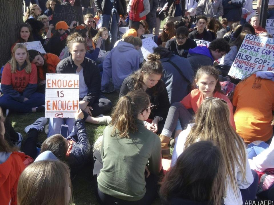 Schüler protestieren für strengere Waffengesetze