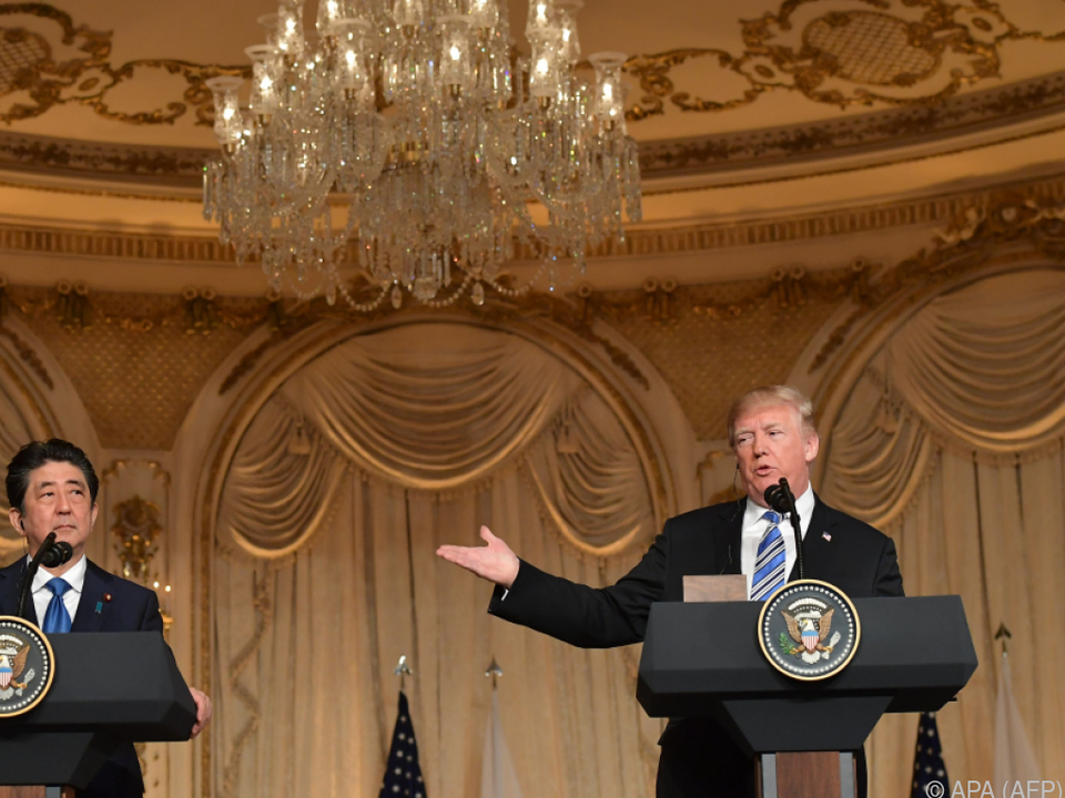 Trump sprach im Beisein von Abe über ein Treffen mit Kim