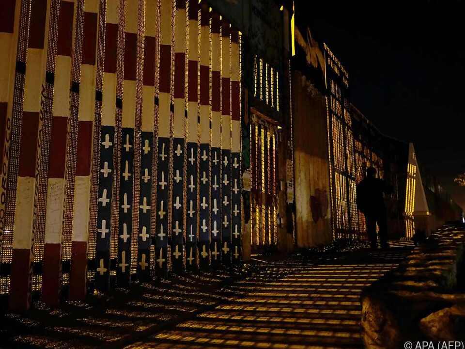 Trump über schleppenden Mauerbau verärgert