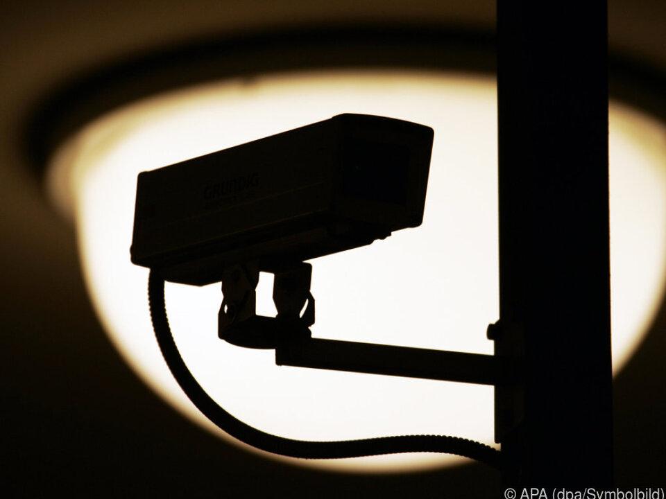 kamera überwachungskamera einbrecher sym Überwachsungspaket ist umstritten
