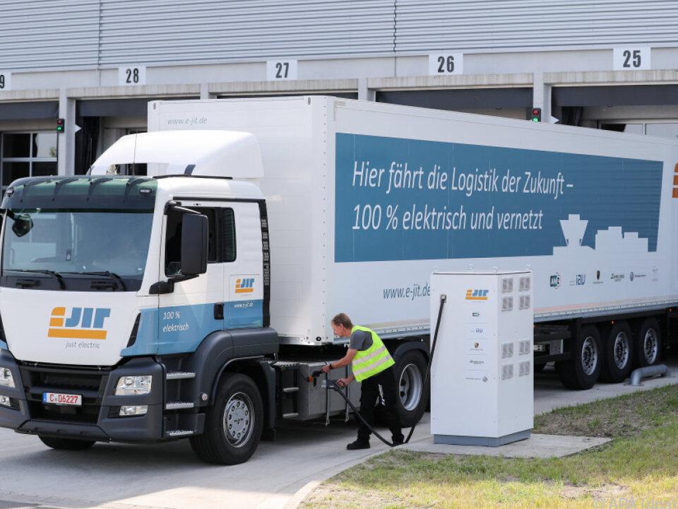 Verkehrsminister Scheuer will die Unternehmen zum Umsteigen bringen