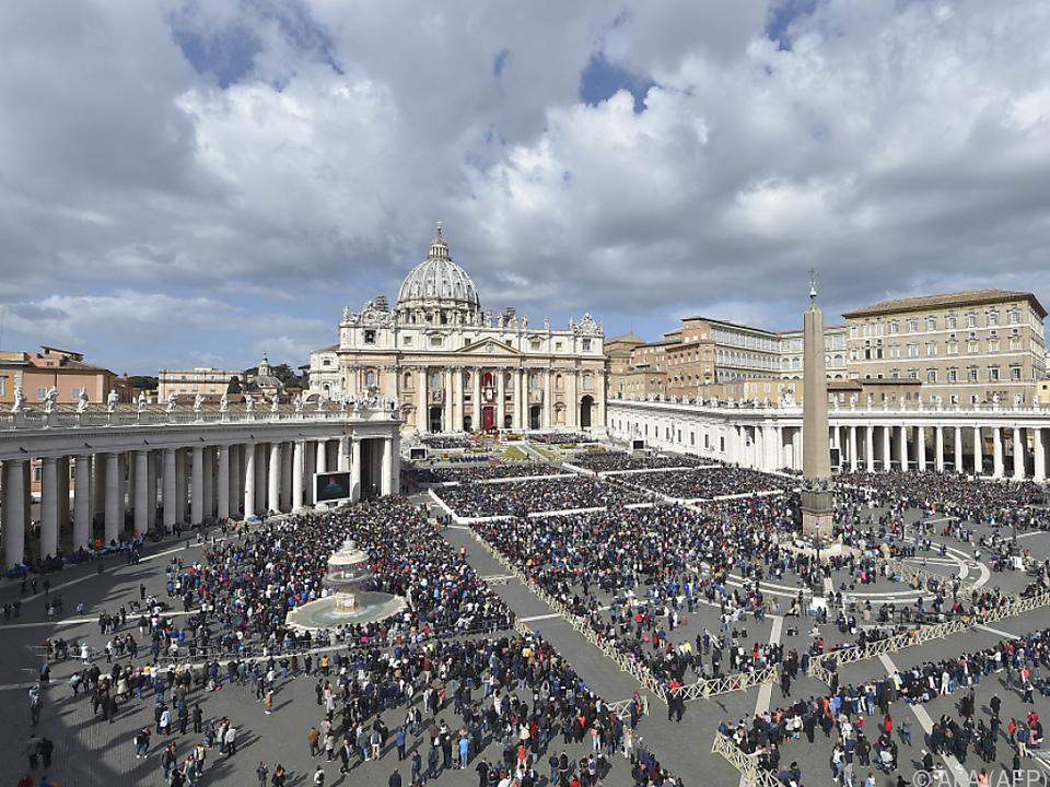 Viele Gläubige erhalten Ostersegen im Vatikan