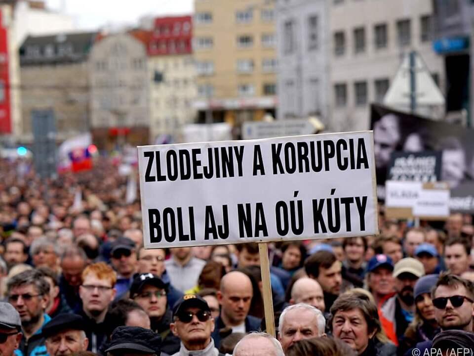 Zehntausende demonstrieren in Bratislava
