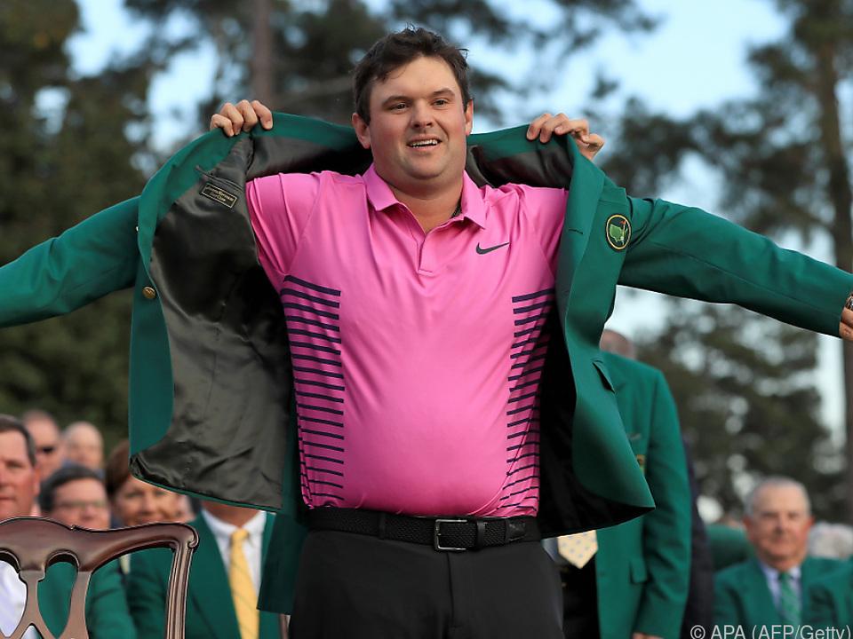Zur Belohnung gab es für Patrick Reed das begehrte Grüne Jacket