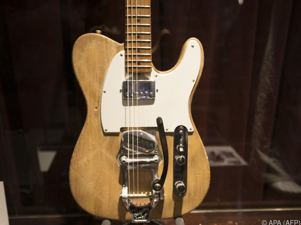 495.000 Dollar ließ sich ein Sammler die Gitarre kostet