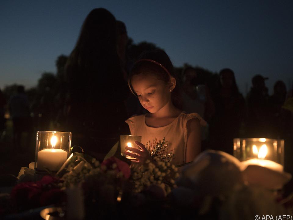 Am Abend versammelten sich Bewohner zum Gedenken