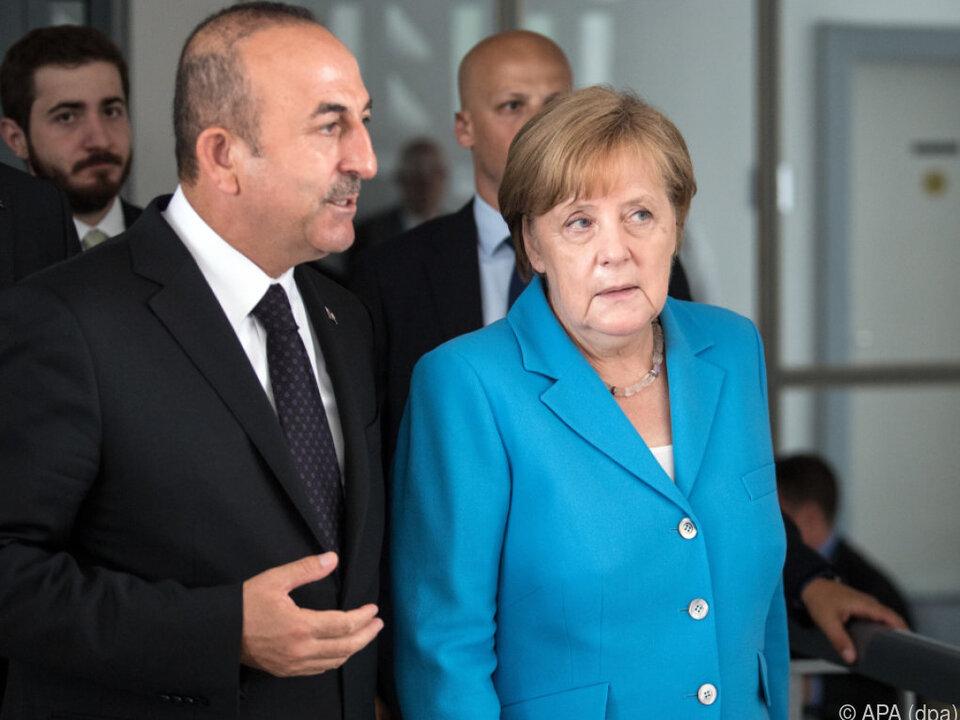 Cavusoglu und Merkelin der nordrhein-westfälischen Staatskanzlei