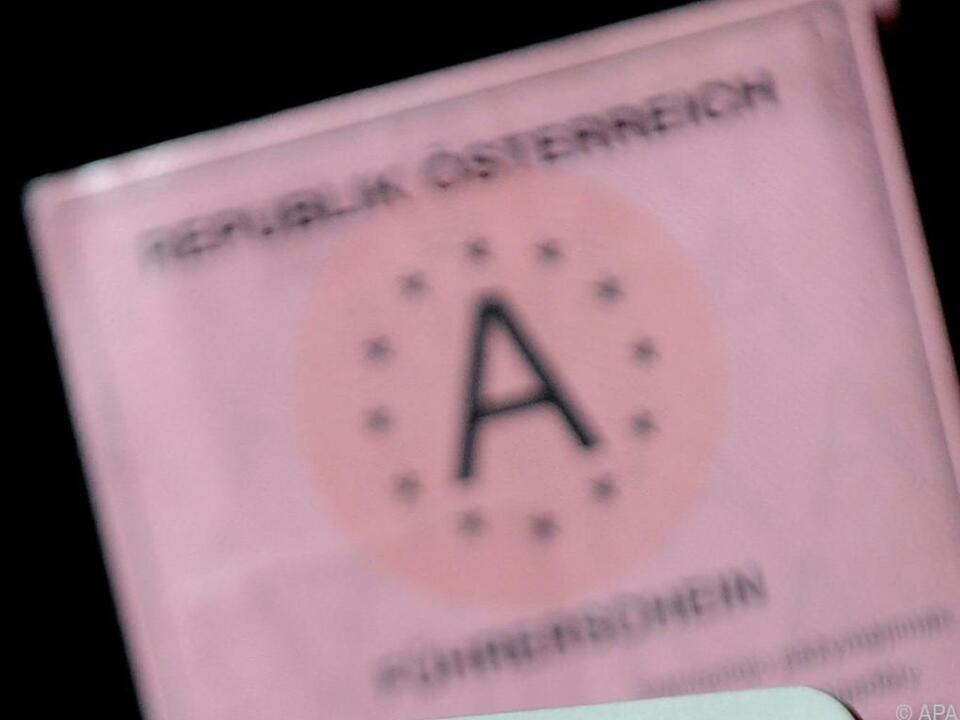 Das rosa Papier hielt der Mann offenbar für nicht notwendig
