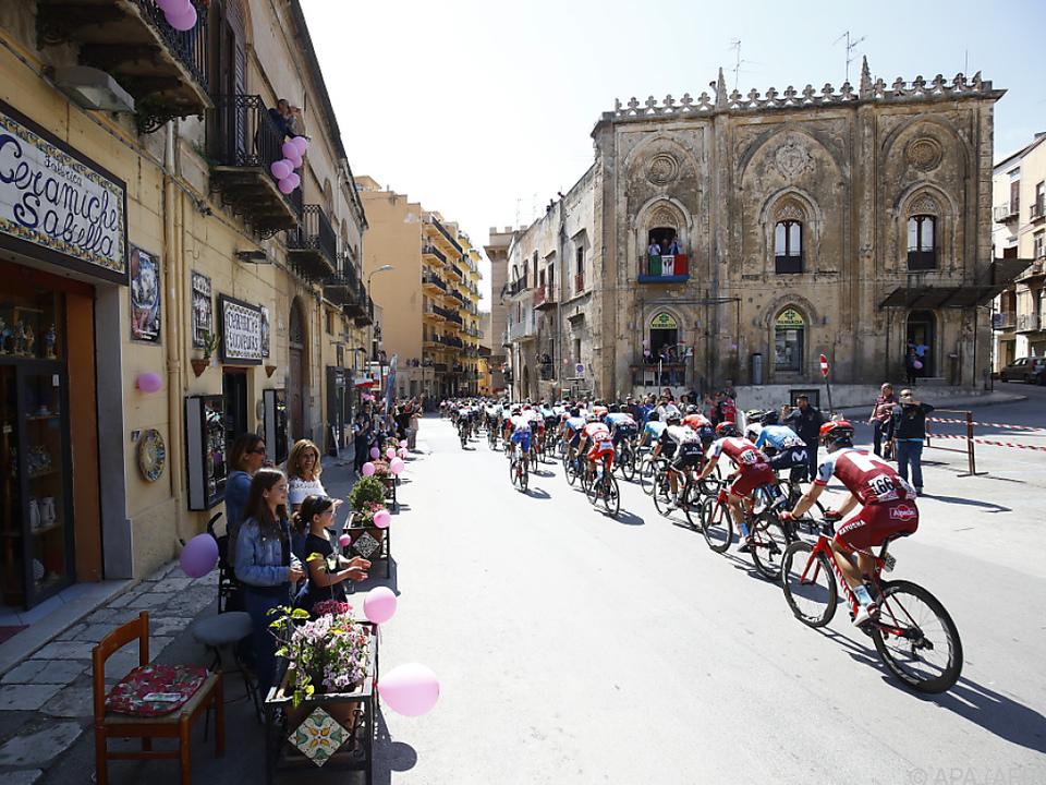 Der Giro rollt durch Italien