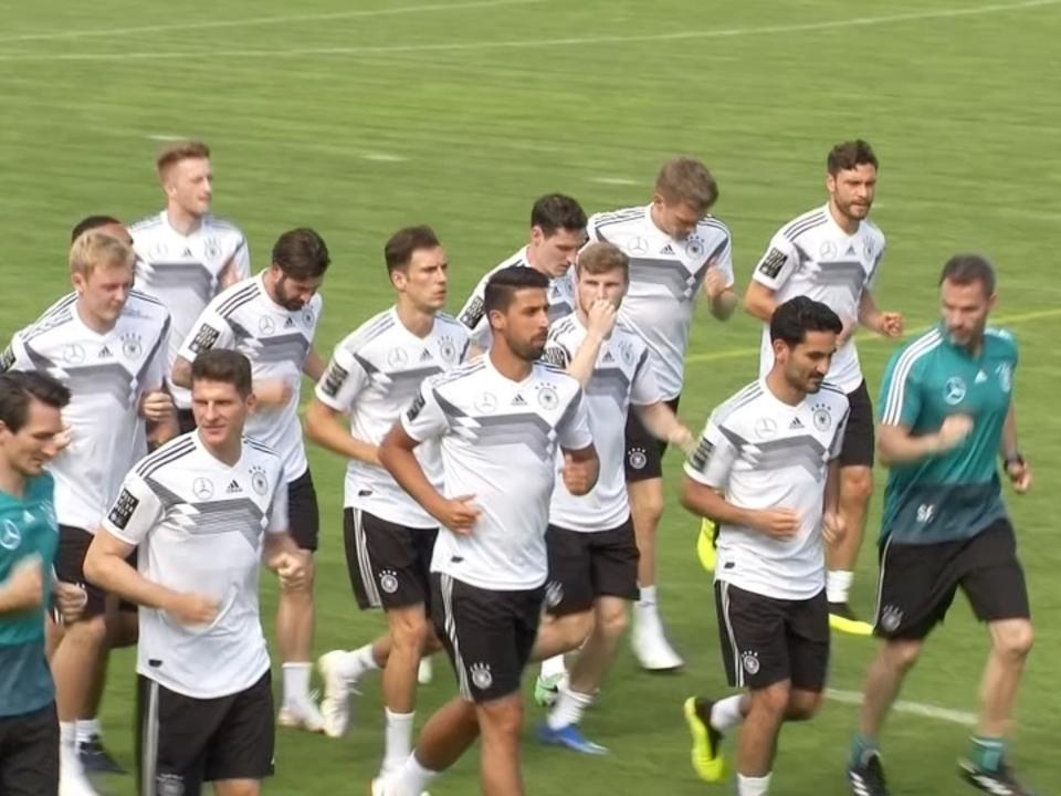 DFB-Team fast vollständig im Trainingslager